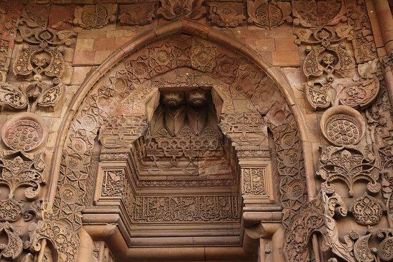 Divrigi, Törökország: Cennet kapısı tadilatta olduğu için yarım çekilmiş bir fotoğraf.