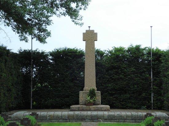 Deutsche Kriegsgräberstätte Breuna