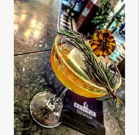 Rosemary-Fig -Liquore al fico @distilleriearagonesi -Homemade rosemary syrup -Lime juice -Gin @ginprimo
