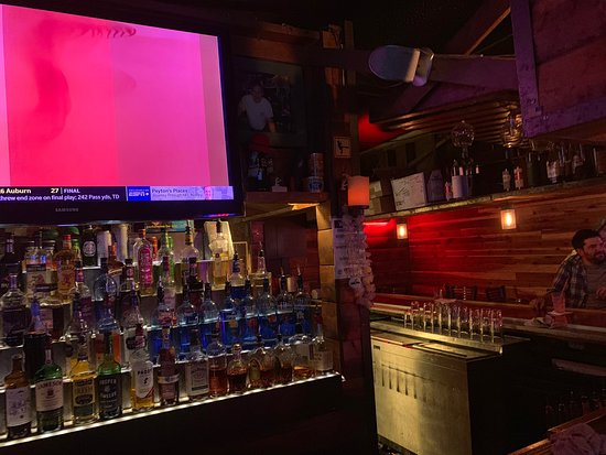 DJ's Bar and Grill