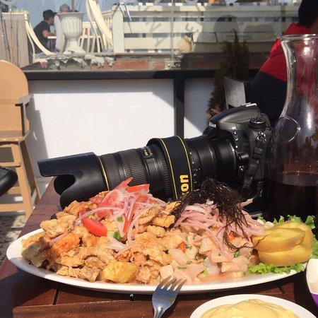 Fuente pequeño de Ceviche y Chicharrón Mixto de mariscos