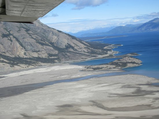 Burwash Landing, Canada: Kluane Lake on our way to the Kaskawalsh Glacier