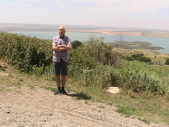 Sengileyevskoye, Russland: На фоне левой части  Сенгилеевского озера в Старопольском крае, 2019 год.. Первый снимок был сделан 53 года назад.