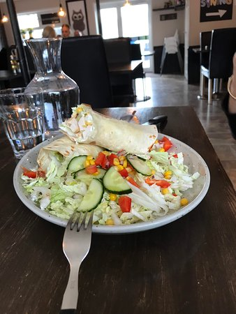 Runavik, Faröer Eilanden: the chicken tortilla, choice of 'dressing' was a bit odd