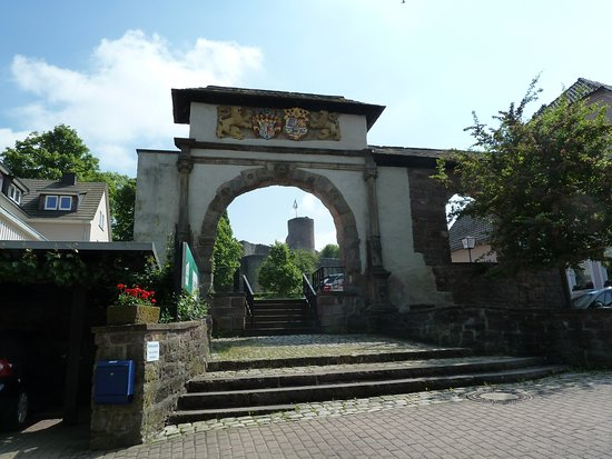 Polle Burghof Prachttor
