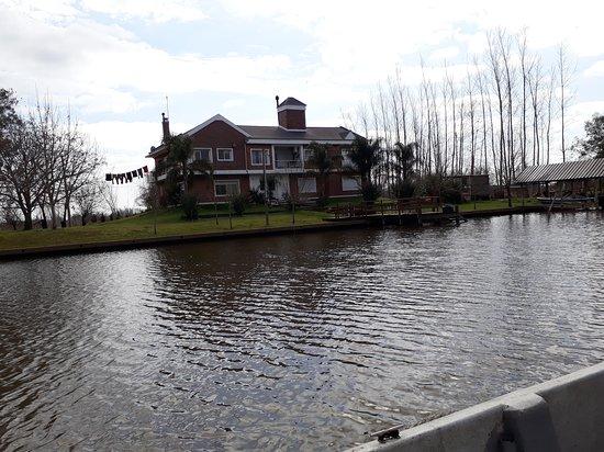 Villa Paranacito, Argentina: casas frente al rio