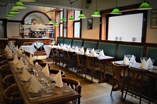 Salle Privatisee A L Etage Pour 80 Personnes Avec Bar Cuisine Et