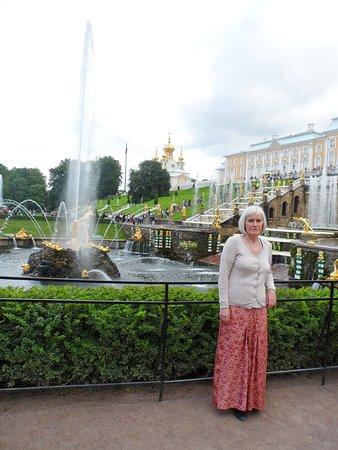 Вечный праздник Петергофа производит неизгладимое впечатление на каждого, кому посчастливилось посетить Петергофский дворцово-парковый заповедник.