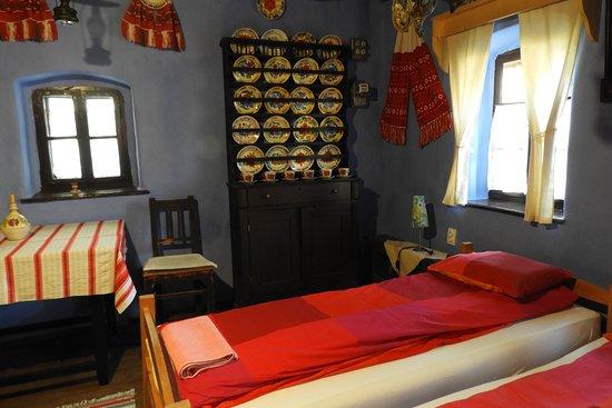 Csipkeszeg Bed & Breakfast: Onze kamer geheel traditioneel ingericht