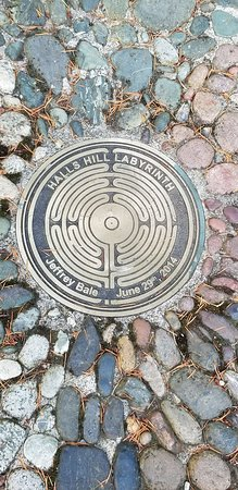 Hall's Hill Labyrinth: medallion in the center of the labyrinth