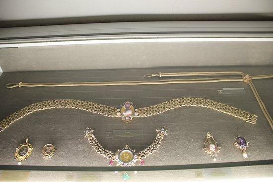 Wierschem, เยอรมนี: Zilveren gordel met edelstenen uit 1880 Frankfurt