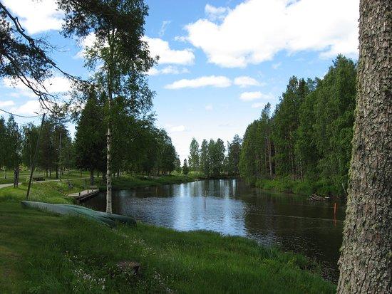 10 km pituinen Kiurujoki yhdistää Haapajärven ja Kiuruveden.  Runnilla vähän ennen Saarikosken puusulkukanavaa joki on kauneimmillaan.