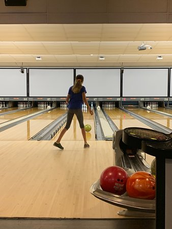 Akron, OH: Bowling in the nice lanes - plenty of space between lanes, and tables for sitting.
