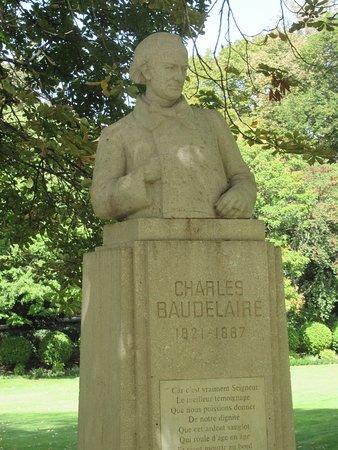 Le Buste de Baudelaire: Le buste