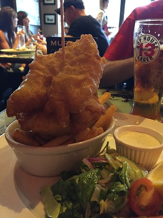 Murray's Bar: Fish and chips y cerveza excelentes.