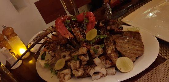 Taarab Restaurant: seafood mix