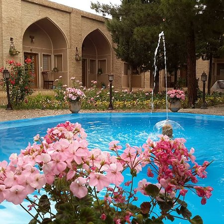 Mahan, Iran: our hotel is free for backpackers