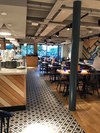Pizza Express Cobham Extra Services M25 Jct 910 Downside