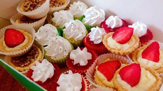 Mey's Bakery: Mini Desserts