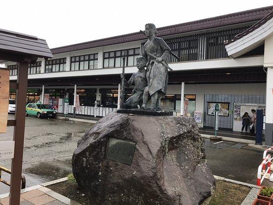 白虎隊士の像