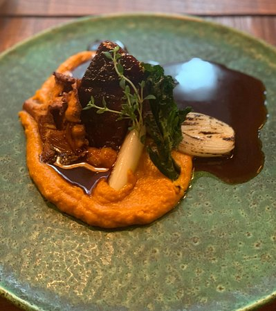 Braised beef with chanterelle mushrooms, carrot & onion purè, baked onions and gravy.
