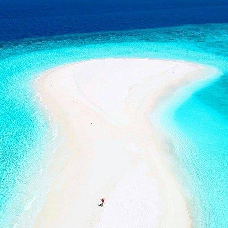 Maldivler: Endless blues! 💙 Who would you take here and why? . IG 📷:@missangievilla, @thiago.lopez, @warrencamitan, @jeremyaustiin .  FOLLOW👉@mustdotravels FOLLOW👉@mustdotravels FOLLOW👉@mustdotravels .