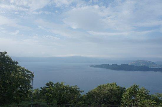 吸い込まれるような青。十和田湖に来ましたら是非寄ってみてください。お勧めです