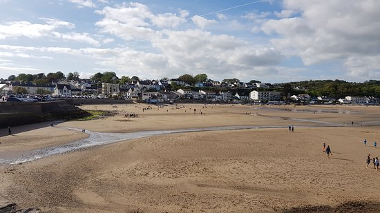Saundersfoot Beach: Low tide