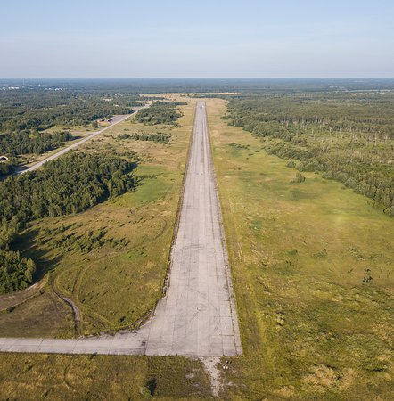 Kiltsi, Estland: Cleared to land...no, wait! This is just a decommisioned Soviet airbase in Western Estonia, near the town of Haapsalu. Nowadays car racing and other events are held on the runway. But also US Airforce has trained there with it´s tough A 10 attack planes that can handle the old cement runway.