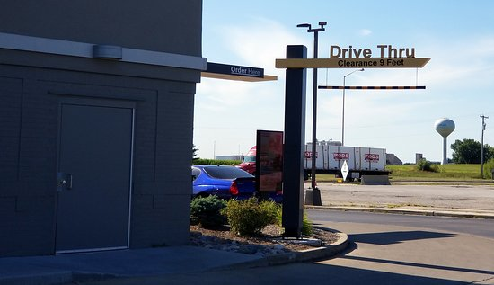 Gilman, IL: single lane drive-thru at McDonald's