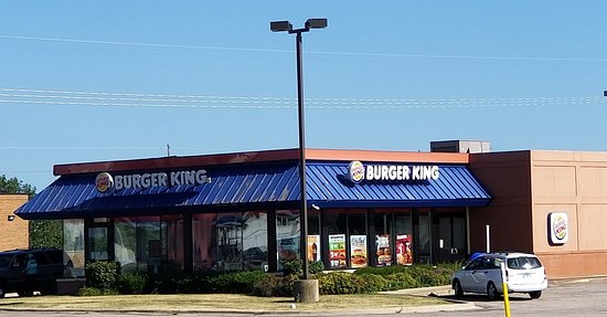 Gilman, IL: front of & entrance to Burger King