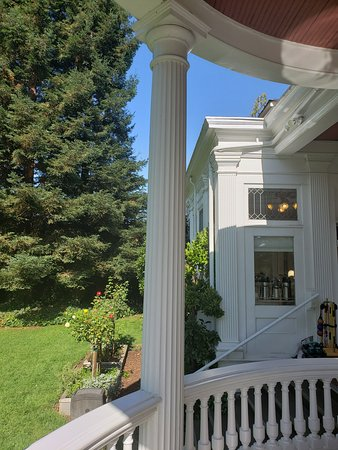 Churchill Manor Bed and Breakfast: From the outdoor breakfast patio