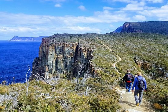 2-Day: Hobart Hiking Tour: Cape Hauy and Hartz Peak: 2-Day: Hobart Adventure Tour: Cape Hauy and Hartz Peak