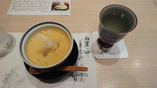 Nakanoshima Hanokawa: 5品目の茶碗蒸し。あんが掛かってる。シンプルでおいしい。