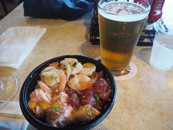 ポケ丼とビール