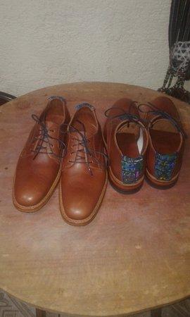Sacatepequez Department, Guatemala: Zapato personalizado con detalle típico. Todo hecho a mano