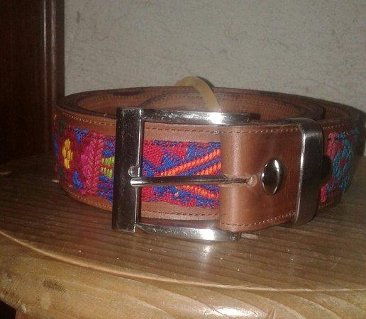 Sacatepequez Department, Guatemala: Cincho personalizado 100%  cuero con detalle típico