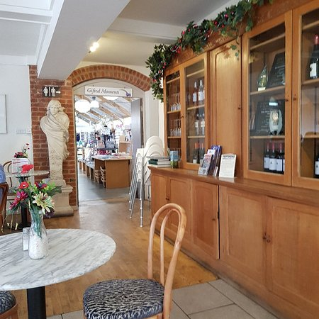 Compton Acres Cafe: Restaurant and Gift Shops