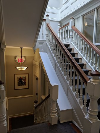Great hotel minutes from Gastown