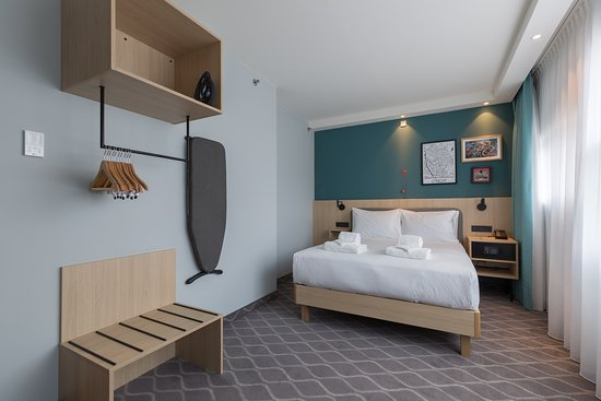 Our accessible rooms are fresh and modern spaces, offering free WiFi, 42-inch HDTV, an in-room coffeemaker, ergonomic work desk and comfy bed.