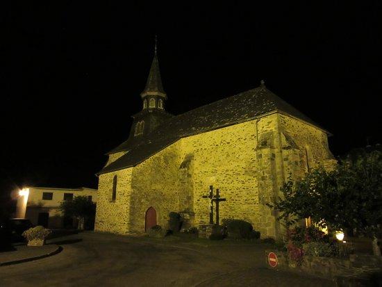Saint-Ybard, Frankrike: La petite église de Saint Ybard, la nuit.