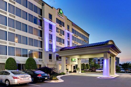 Holiday Inn Express Atlanta Kennesaw 83 ̶1̶1̶0̶