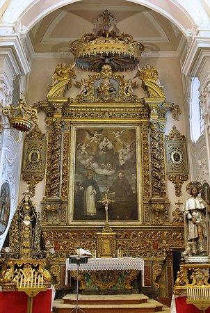 Turi, إيطاليا: Altare maggiore Chiesa San Domenico in Turi