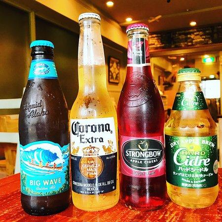 生ビール(Heineken)の他、瓶ビールも豊富に取り揃えております。