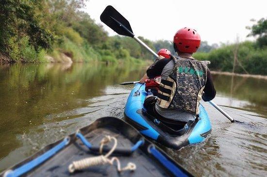 KANO KAYAK op de KWAI-rivier