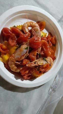 San Cassiano, Italia: Scrigni ripieni di burrata con gambero Rosso pomodorini e basilico