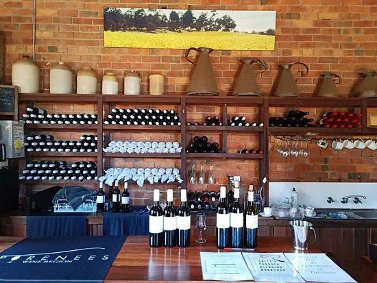 Redbank, אוסטרליה: Cellar door tasting bar