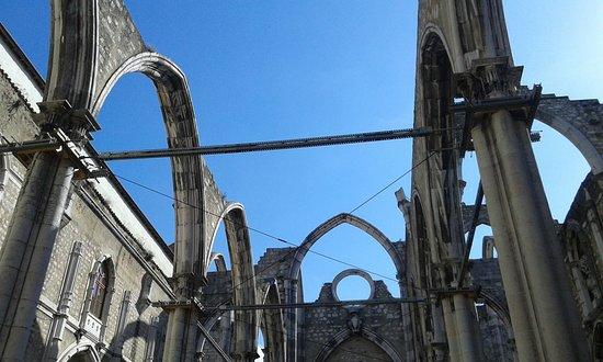 Lisbon District, Portugal: Lisbona - resti di chiesa - causa incendio e non più ricostruita - simile a San Galgano
