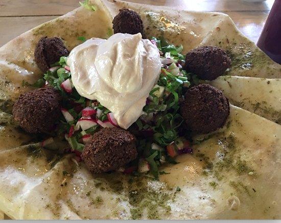 Almog, Palestijnse grondgebieden: Falafel with hummus on homemade pita