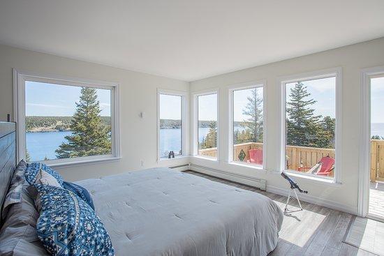 Mobile, Canada: Blue Whale Suite